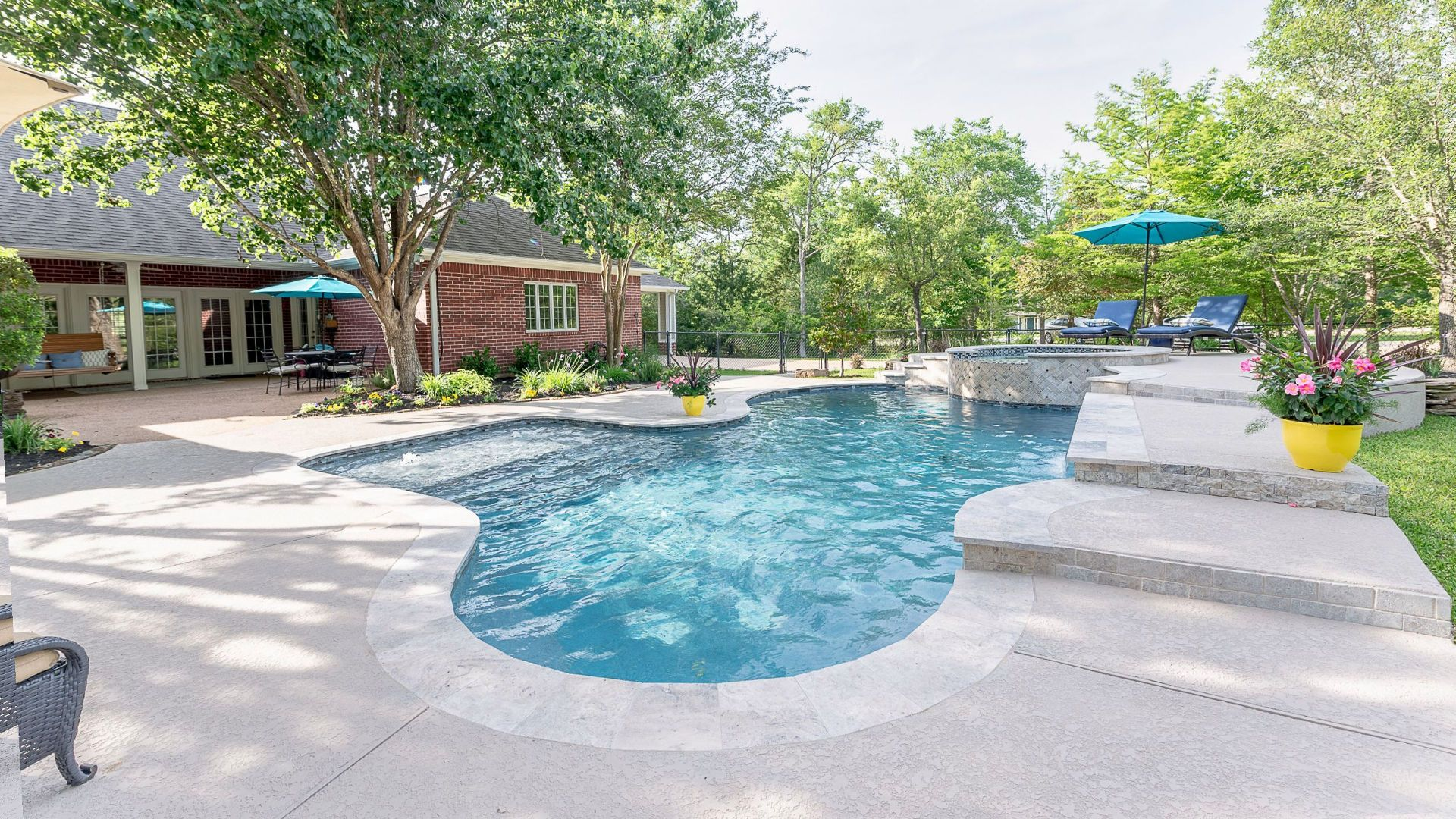 Build Luxury Pools With Pool Builders post thumbnail image